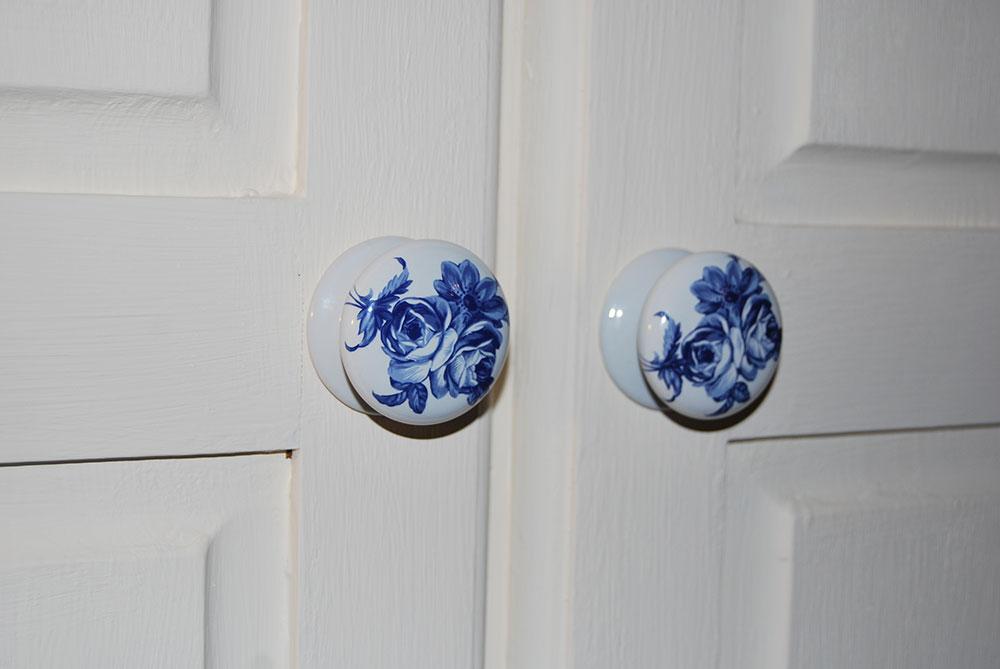 rust-oleum-paints-doorknob-shot