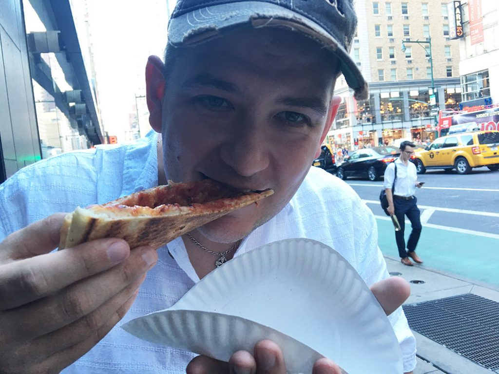 eating dollar pizza in new york