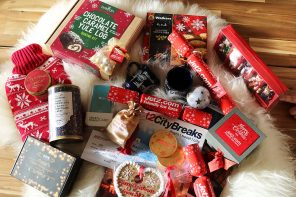 Unboxing A Festive Hamper from Jet2CityBreaks | Getting Into The Festive Spirit!