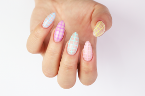 Spring Nails with Peacći